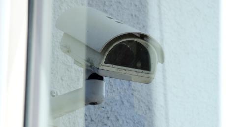 Hat ein Mann seine Mutter mit einer Kamera überwacht? Darüber wurde jetzt am Amtsgericht in Landsberg verhandelt.