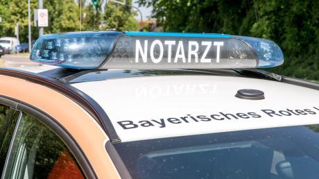 Bei einem Verkehrsunfall bei Weilheim hat sich ein junger Motorradfahrer schwer verletzt.