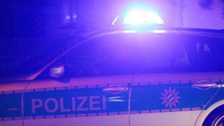 Weil eine Frau ihren Partner nach einem Streit auf dem Standstreifen der A9 zurückgelassen hatte, musste die Polizei anrücken.