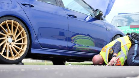Im Landkreis Landsberg treffen sich immer häufiger Fahrer von getunten Autos. Die Polizei will deswegen verstärkt Kontrollen durchführen.