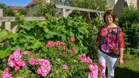 Elvira Buchner hat mit ihrem Garten im Landsberger Westen ein Kleinod geschaffen, in dem viele Dinge aus ihrer fränkischen Heimat Platz gefunden haben.