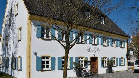 Eile ist geboten bei der Sanierung des Alten Wirt in Geltendorf. Vor allem das undichte Dach erlaubt keinen Aufschub mehr. Weitere Maßnahmen werden folgen.