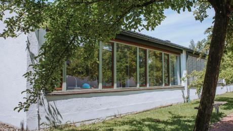 Das Schulgebäude in Windach muss aufwendig saniert werden. Die Schulverbandsversammlung hat nun den Plänen zugestimmt.