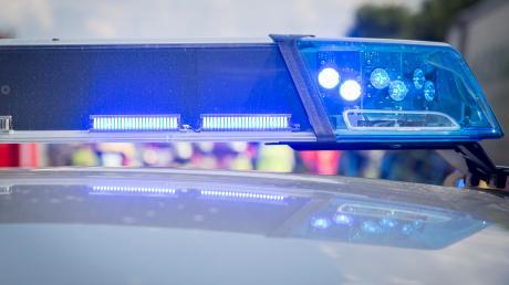 Die Polizei berichtet über einen Verletzten nach einer Prügelei an einer Schulabschlussfeier.
