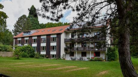 Millionenschwere Baumaßnahmen will das Schondorfer Landheim verwirklichen. Unter anderem soll das Föhrenhaus (Bild) abgerissen werden. Geplant sind unter anderem zwei neue Internatshäuser und ein Schulgebäude.