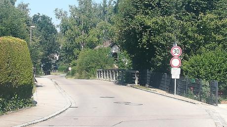 In Finning giltfast überall Tempo 30. Wersich(wie etwa hier in der Mühlstraße) nicht daran hält, musskünftig damit rechnen, geblitzt zu werden.