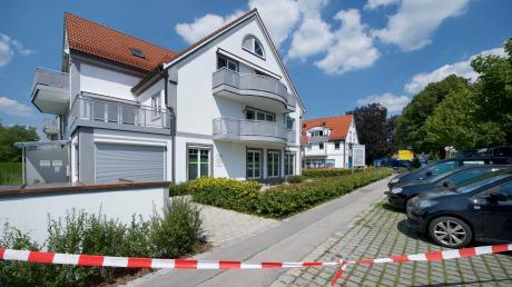 Das vom Brand beschädigte Wohn- und Geschäftshaus in Greifenberg ist einsturzgefährdet.