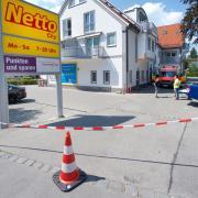 Am Wochenende hat es in einem großen Gebäudekomplex in Greifenberg zweimal gebrannt. Dort sind nicht nur Wohnungen, sondern auch mehrere Geschäfte untergebracht.