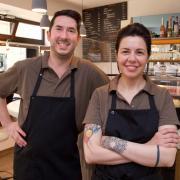 """Manuel und seine Schwester Barbara Carucci betreiben das """"il Baretto"""" in Landsberg."""