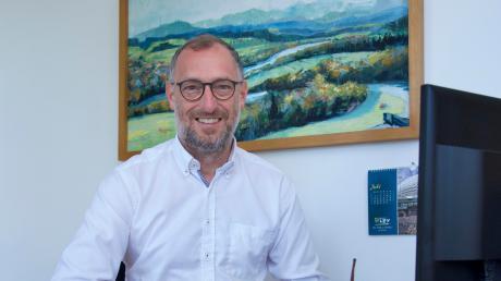 Seit gut 100 Tagen ist Bürgermeister Gerhard Schmid im Amt. In dieser Zeit hat der Apfeldorfer Rathauschef bereits drei Ehepaare getraut.