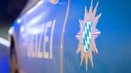 Am Ammersee gab es einen kuriosen Einsatz für die Polizei. Dort ohrfeigte ein nackter Segler einen anderen Mann.