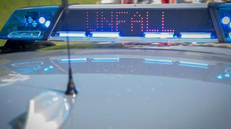 Nach einem Unfall mit einer Motorradfahrerin in Windach sucht die Polizei jetzt nach Zeugen.