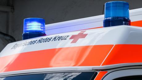 Nach einem Unfall bei Altenmünster wurden zwei Autofahrer leicht verletzt.