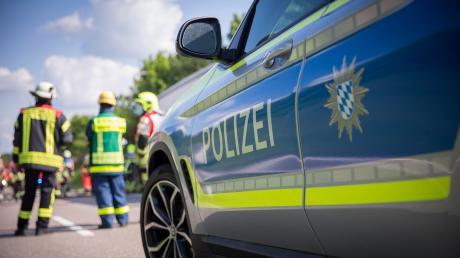 Weil ein Sattelzug beinahe umgekippt wäre, musste die B300 zwischen Diedorf und Gessertshausen am Montagmittag gesperrt werden.