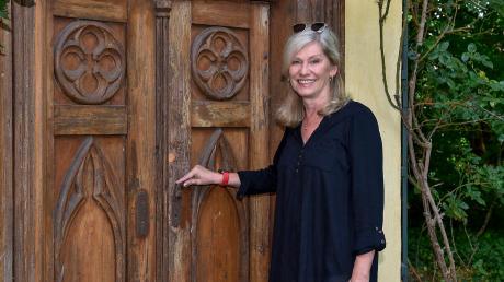 Seit 1. Mai ist Patricia Müller Bürgermeisterin in Greifenberg. Zu ihren Aufgaben gehört es auch, Brautpaare zu trauen. Unser Bild zeigt die Rathauschefin am Portal zum Hochzeitspavillon am Schloss Greifenberg.