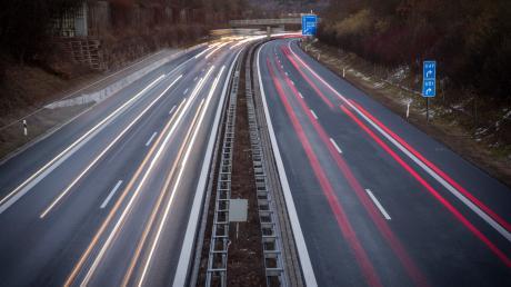 Auf der Autobahn A9 bei Kinding brannte ein mit Sahne beladener Lkw.