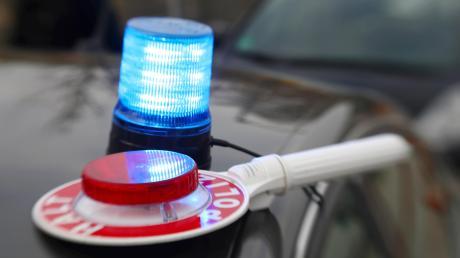 Die Polizei Dießen sucht nach einem Autofahrer, der mit überhöhter Geschwindigkeit durch die Bahnhofstraße gefahren sein soll.