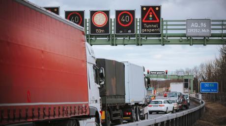 Massive Behinderungen gab es am Donnerstag auf der A96 in Fahrtrichtung München.