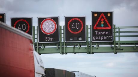Auf der A96 hat sich am Montagmorgen ein schwerer Unfall bei Germering ereignet. Lange Staus waren die Folge.