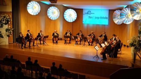 """""""Die Zwölf"""" – elf Cellisten und eine Cellistin – bestreiten das Abschlusskonzert des Festivals der Nationen 2020 in Bad Wörishofen."""