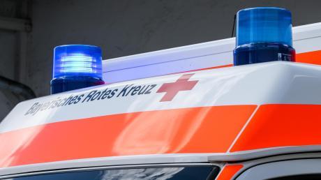 Nach einem Sturz wurde ein Radfahrer ins Krankenhaus gebracht.