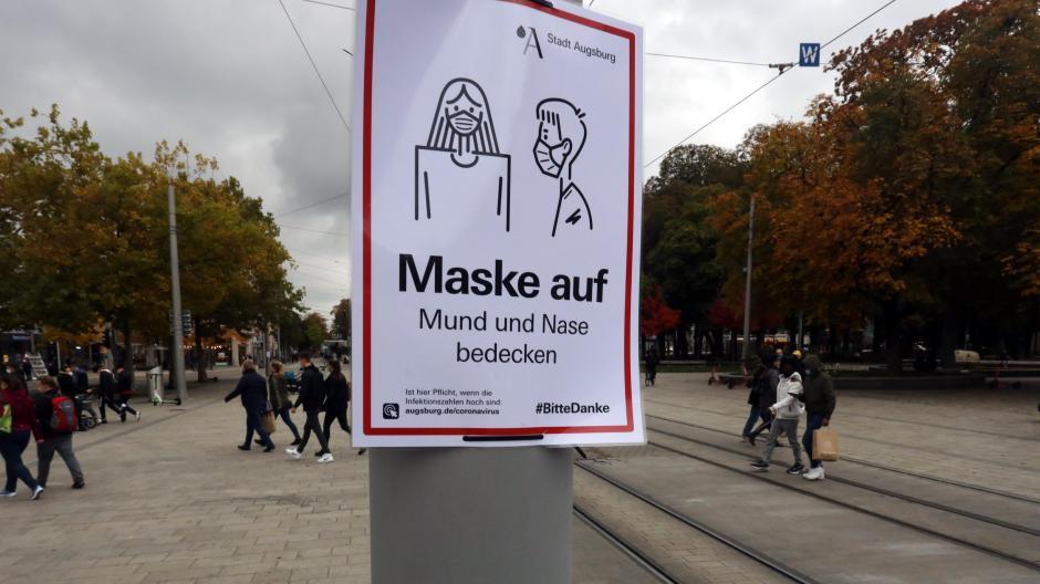 In Augsburg und anderen Städten in Bayern gilt eine Maskenpflicht auf stark frequentierten Plätzen.
