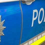 Zu Fuß wollte ein Mann nach einem Unfall bei Dillingen vor der Polizei fliehen.