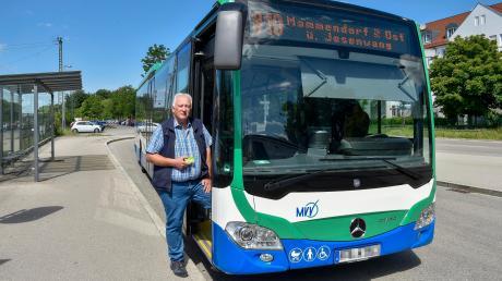 Von Geltendorf nach Mammendorf fährt bereits ein MVV-Bus. Das Bild zeigt ihn mit LT-Mitarbeiter Alwin Reiter. Ab Ende 2021 könnte ein weiterer MVV-Bus zwischen Eching und Türkenfeld folgen.