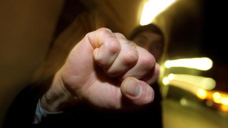 In Binswangen haben sich zwei Männer geprügelt _ einer zog sogar ein Messer.