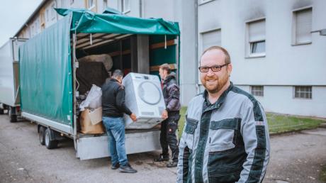 Tino Pfeilschifter ist staatlich geprüfter Betriebswirt der Fachrichtung Marketing. Dann heuerte er bei einer Umzugsfirma an und hat nun sein eigenes Unternehmen mit Sitz in Hurlach.