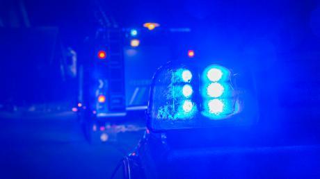 Eine Autofahrerin hat in Blaubeuren einen Fußgänger übersehen.