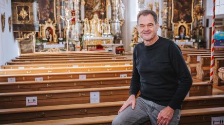 Bernhard Drexl aus Weil hat sich mit der Geschichte der drei Kirchen in der Gemeinde Weil beschäftigt. Unser Bild zeigt ihn in St. Mauritius.