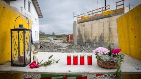 An der Unfallstelle im Denklinger Industriegebiet wurde nach dem Unglück der Toten gedacht.