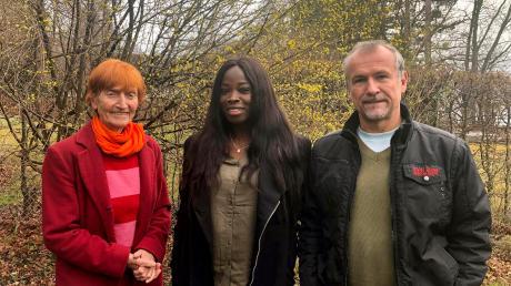 Ruth Paulig, Clémence Labrentz und Dr. Carlos Weber engagieren sich für junge Leute in Kamerun.