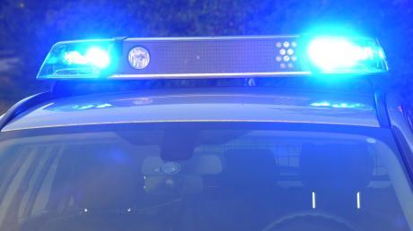 Polizeieinsatz in Karlshuld: Ein betrunkener und aggressiver Mann hat am Donnerstagabend Türen eingetreten.