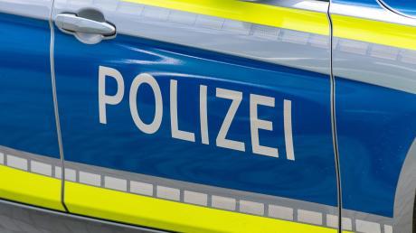 Die Polizei sucht nach einem Unbekannten, der die die Dachrinne am Schützenheim in Zusamzell beschädigt hat.