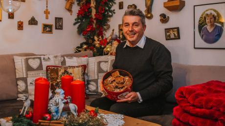 Jedes Jahr im Advent investiert Georg Rosenberger aus Lengenfeld eine Menge Zeit in die Dekoration seiner Wohnung.