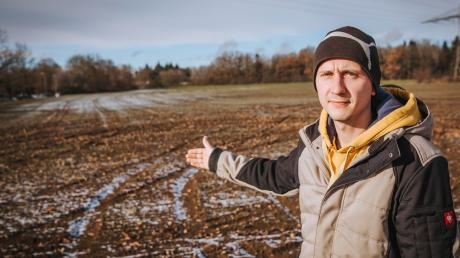 Ein Unbekannter hat mit Driftmanövern den Acker des Iglinger Landwirts Andreas Mitschke zerstört.