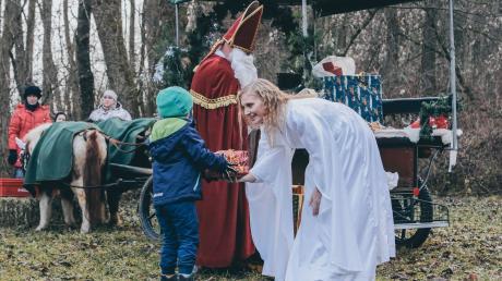 Elfi Eisele war einst das erste Christkind bei der Scheuringer Waldweihnacht. Auch ihre Tochter Veronika (im Bild) schlüpfte bereits in die Rolle.