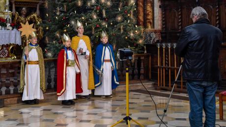 Die Sternsinger der Pfarrei Mariä Himmelfahrt Landsberg haben dieses Jahr ein Video aufgenommen. Zu sehen sind Philipp, Clara, Luis und Valentin, die Kamera führte Friedrich Kral.