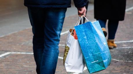 Einkaufen in Corona-Zeiten - keine leichte Sache. Click & Collect soll den Einzelhandel beleben.
