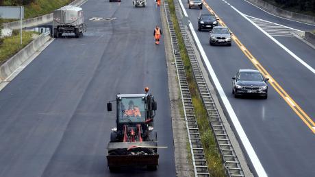 Im September wurde die Fahrbahn bei Lagerlechfeld saniert.