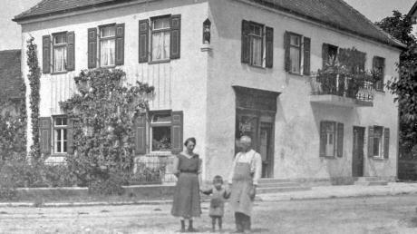 Dieses Mitte der 1920er-Jahre aufgenommene Foto zeigt von links Maria Hofbauer (geborene Heinle), Heinrich Hofbauer junior und Josef Heinle.