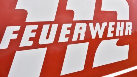 Ausgelaufener Dieselkraftstoff hat am Montag für einen größeren Feuerwehreinsatz in Aretsried gesorgt.