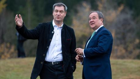 Ständig ist da der Mann im Hintergrund: CDU-Parteichef Armin Laschet (rechts) wird permanent mit Markus Söder verglichen.