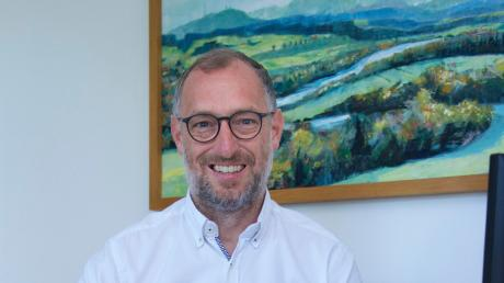 Apfeldorfs Bürgermeister Gerhard Schmid hat im vergangenen Jahr gemeinsam mit dem Gemeinderat die Planungen für mehrere Großprojekte vorangetrieben. Jetzt geht es an die Umsetzung.