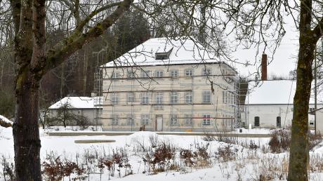 Der 1826 errichtete Herrenhof von Gut Mittelstetten wird derzeit saniert. Auf dem Gelände zwischen Erpfting und Ellighofen soll künftig ein Mix aus Wohnen, Arbeiten, Freizeit und Erholung Platz finden.