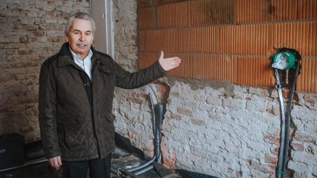 Bürgermeister Günter Först im Erdgeschoss des ehemaligen Unteriglinger Pfarrhofs, wo schon eifrig gebaut wird: Hier soll die Tagespflege mehr Platz erhalten.