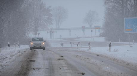 Auf winterglatten Straßen haben sich am Mittwochabend mehrere Verkehrsunfälle im Landkreis Landsberg und der Region ereignet.