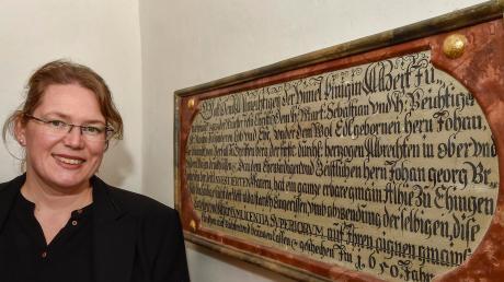 Barbara Federl ist Ortschronistin in Eching. Die Urgroßeltern der 39 Jahre alten Lehrerin betrieben eine Brotniederlage, worin sich der Hausname Melfer begründet. Rechts unten ein Bild der Pestsäule an der Kapelle St. Sebastian.